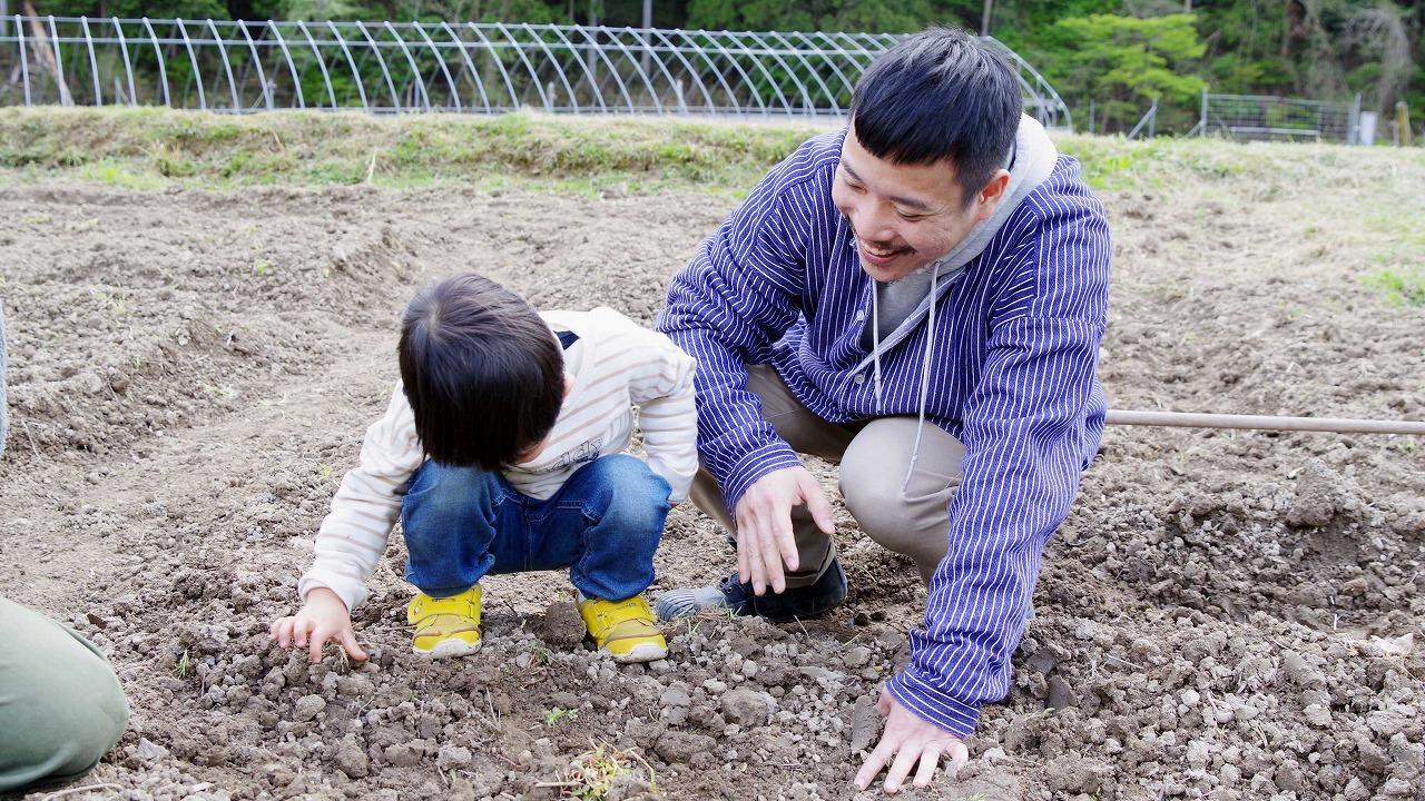 子供とリネンの種植